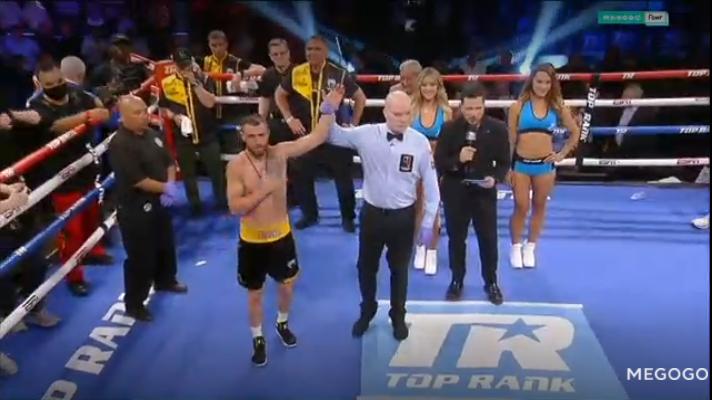 Ломаченко вийшов у ринг без прапора України.