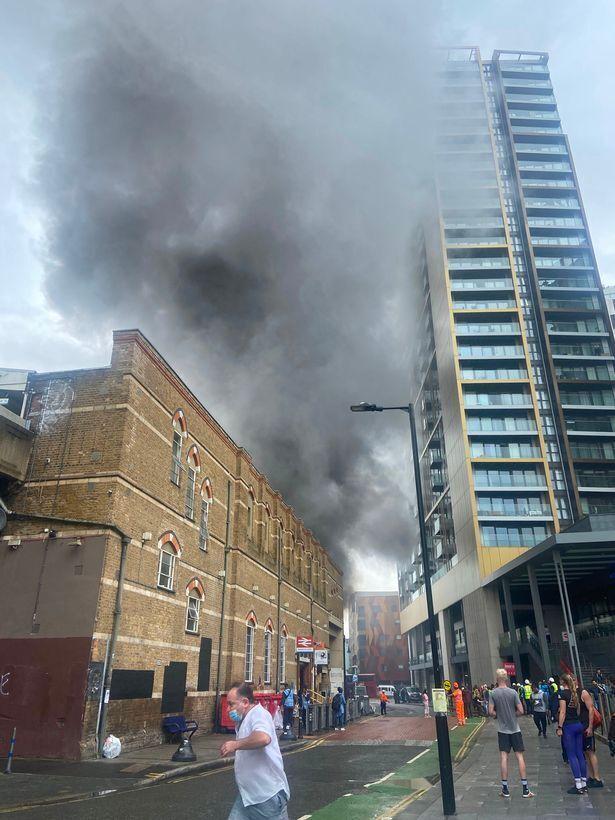 Дым окутал район