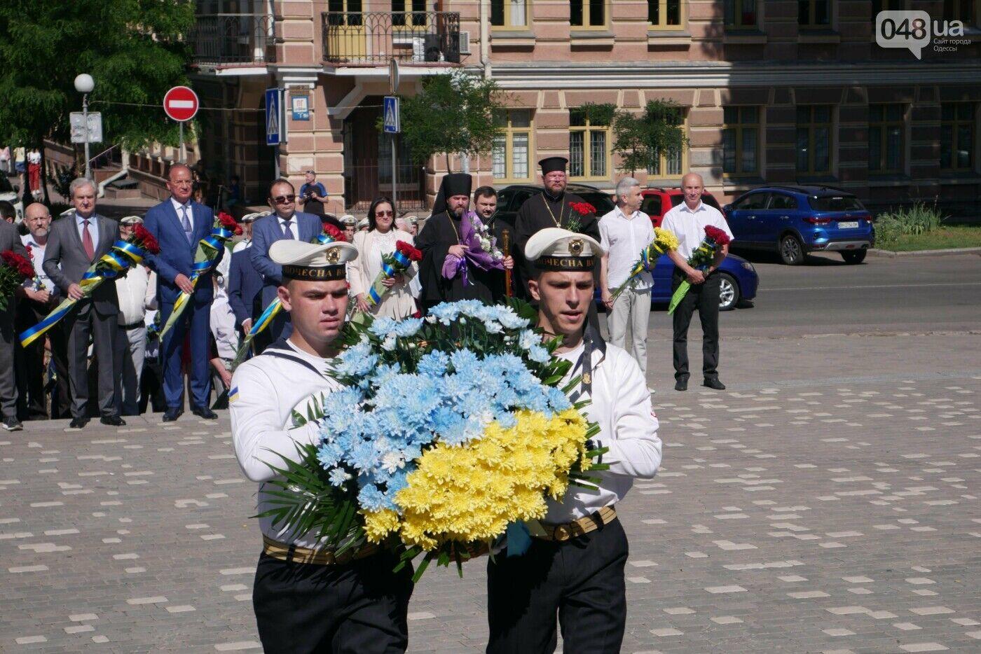 В Одессе к памятнику Кобзарю в парке им. Шевченко возложили цветы