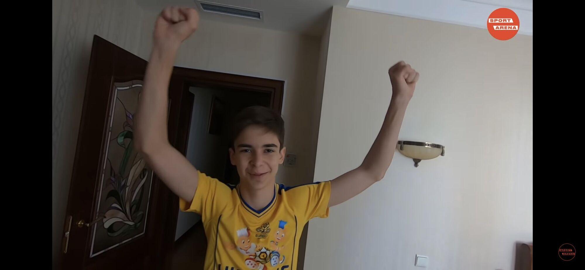 Вболівальник Тимур продовжує підтримувати збірну України