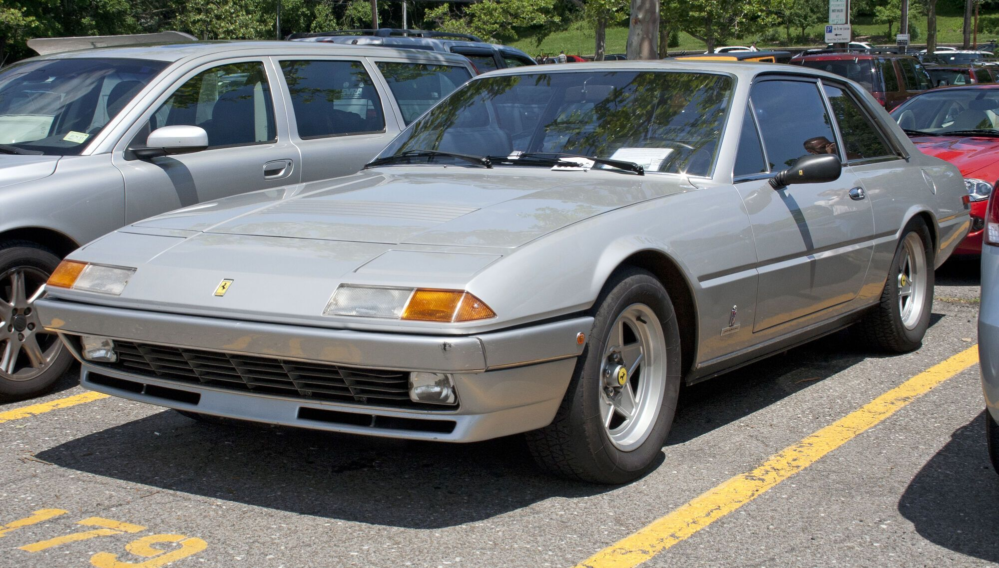 Ferrari 400 не выглядели, как настоящие Ferrari