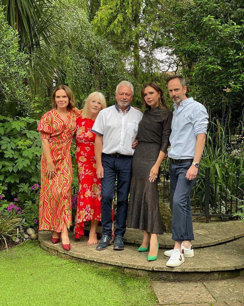 Вікторія Бекхем разом зі своєю сім'єю