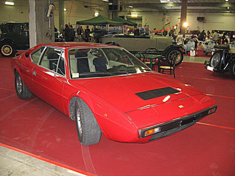 Ferrari Dino 208 GT4 имел очень маленький двигатель