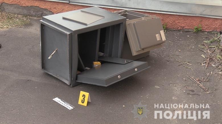 У Києві рецидивісти викрали два сейфи з офісу.