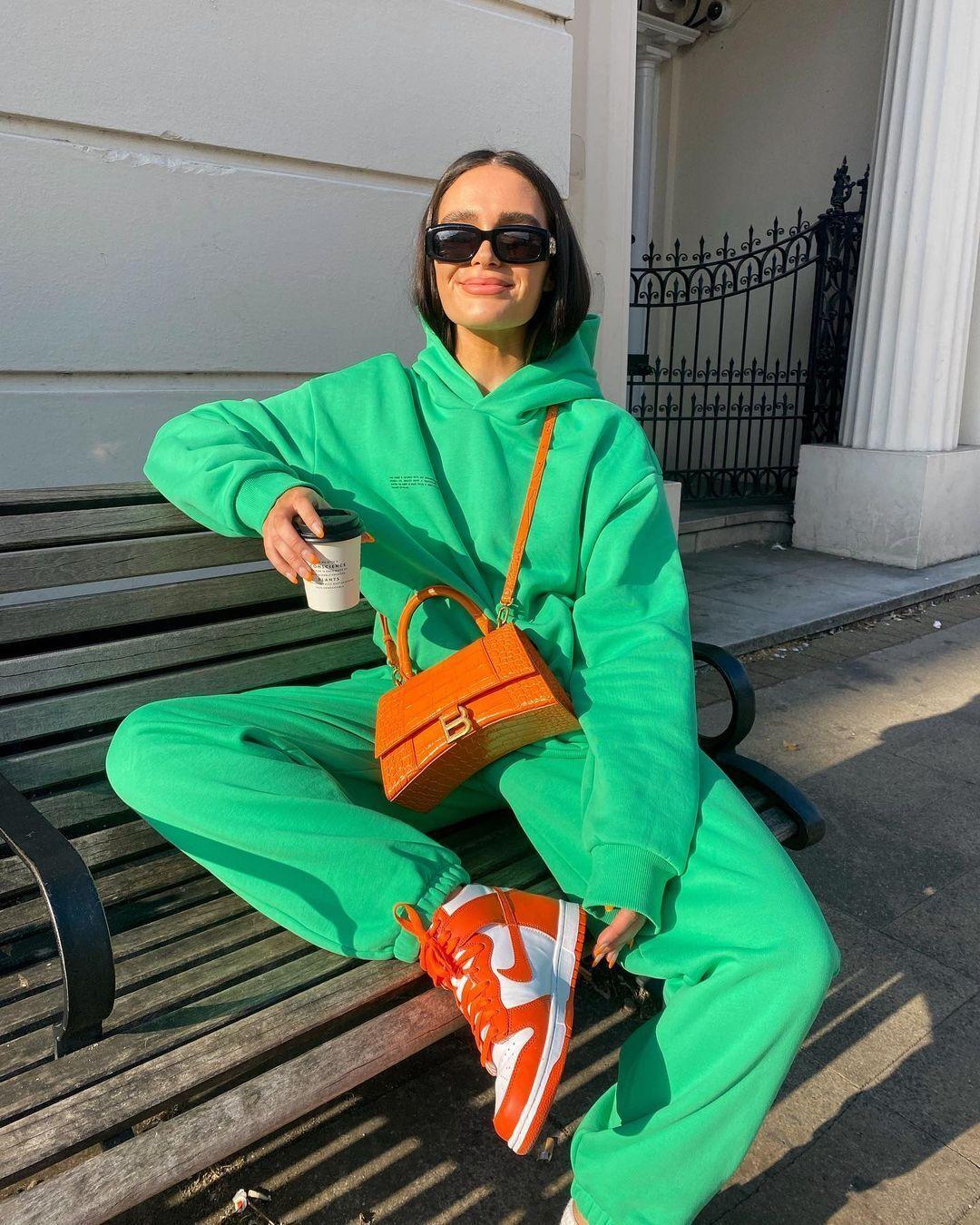Модний костюм в зеленому кольорі