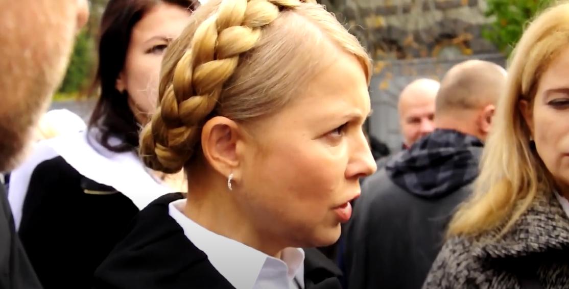 Тимошенко тривалий час носила косу на голові