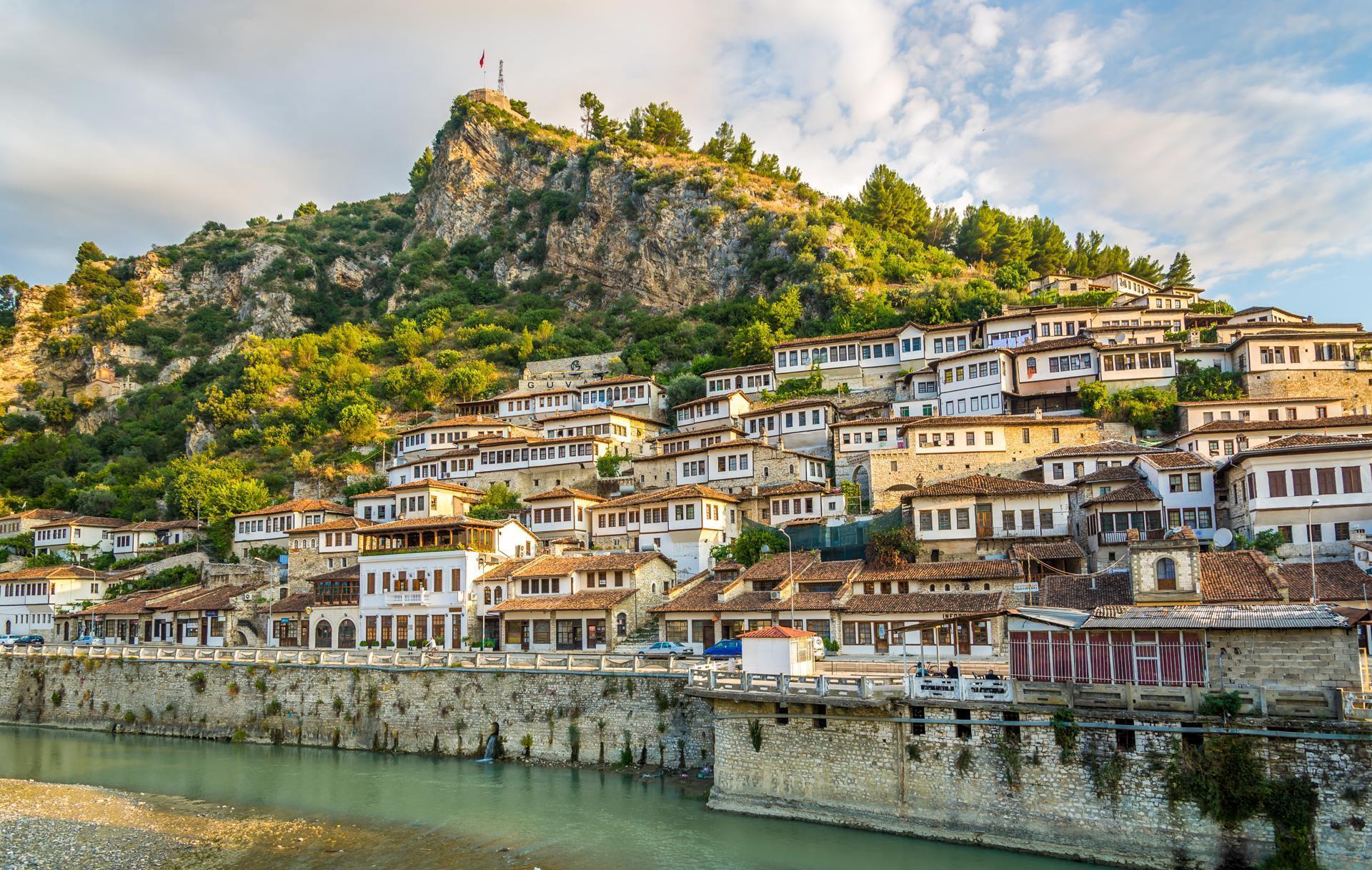 В Албанії краще бронювати житло за допомогою сервісу booking або airbnb.