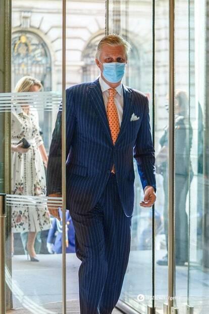 Король Бельгии носит костюмы костюмы из местных ателье: La Maison Degand, Crossword, Rose & Van Geluwe. Фото 2020 года.