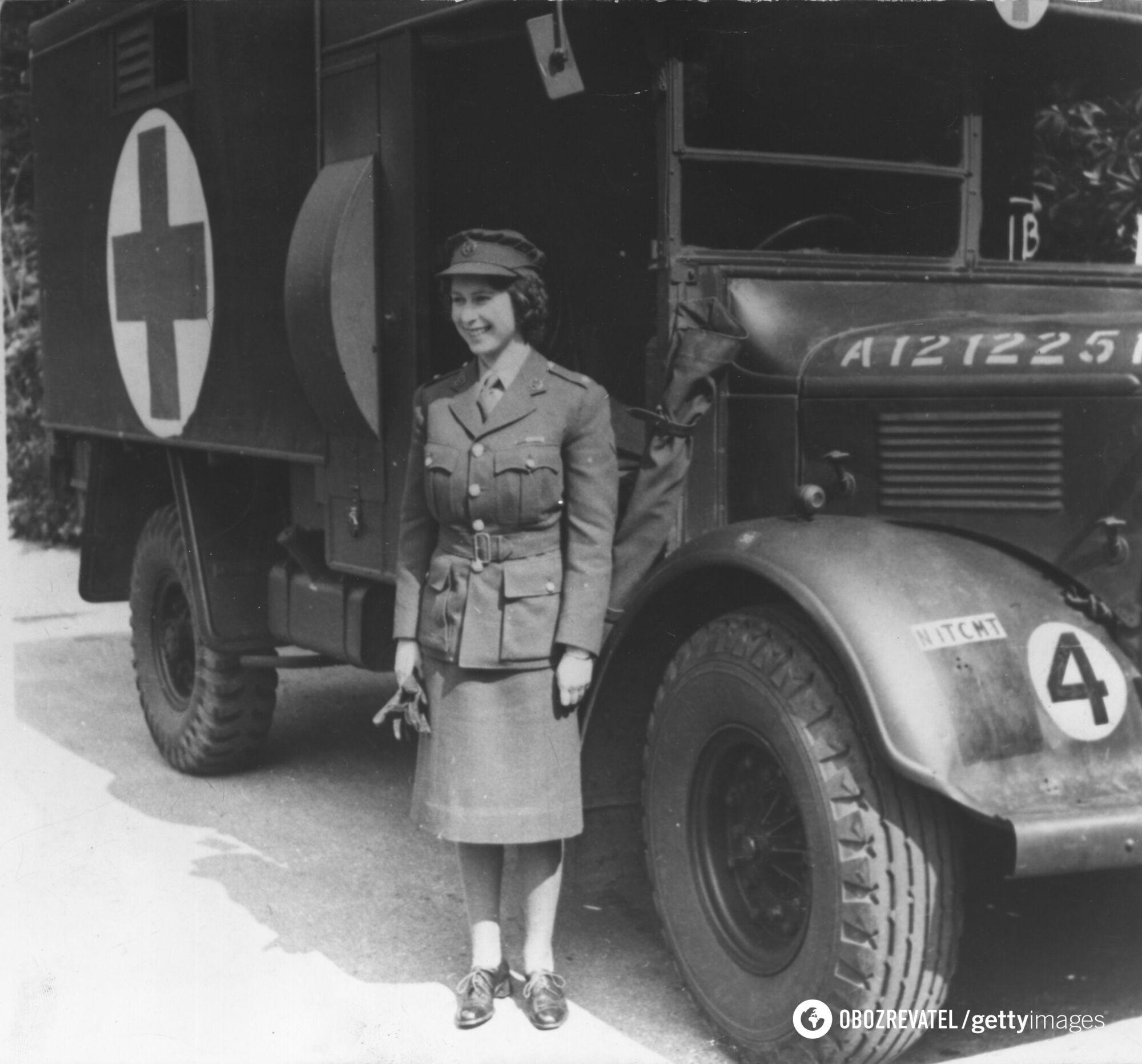 Як Єлизавета II виглядала у 1945 році
