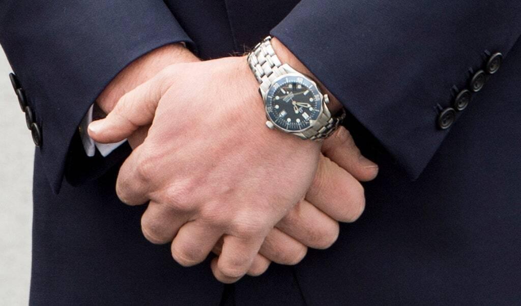 Принц Уильям носит часы Omega Seamaster, подаренные принцессой Дианой.