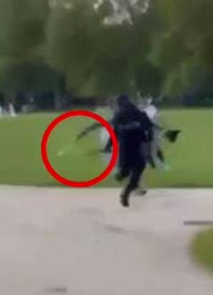 Преступник бежал с холодным оружием в руке