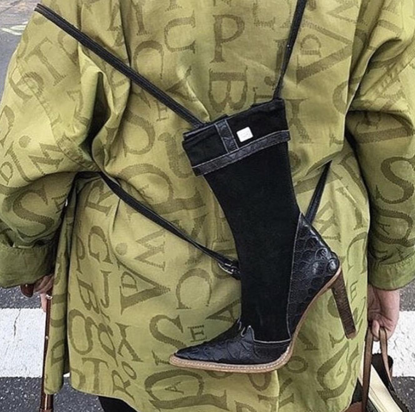 Рюкзак полностью подходит к ботинкам.
