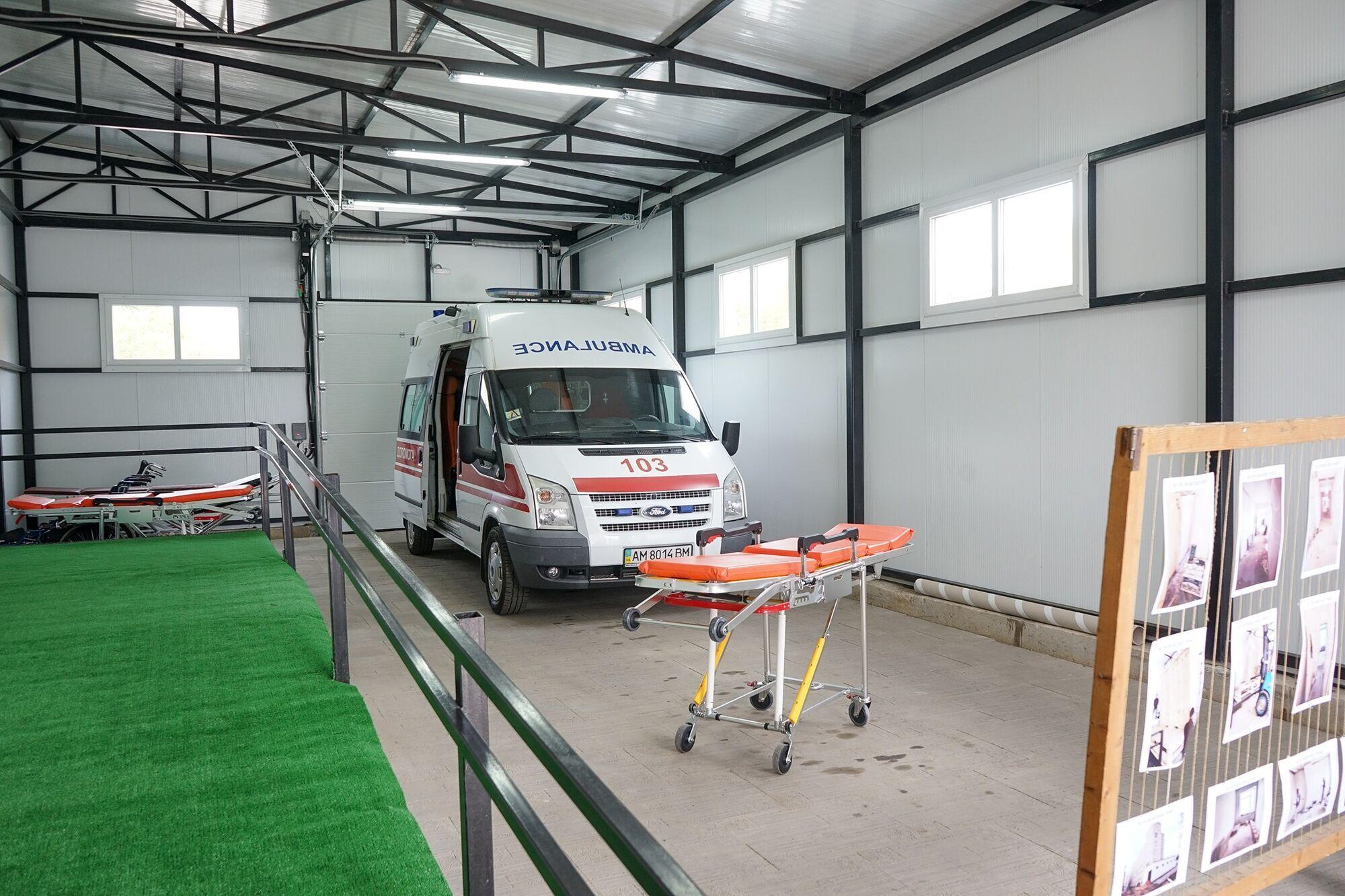 До наявного корпусу лікарні було прибудовано спеціалізовану приймальню для карет швидкої допомоги