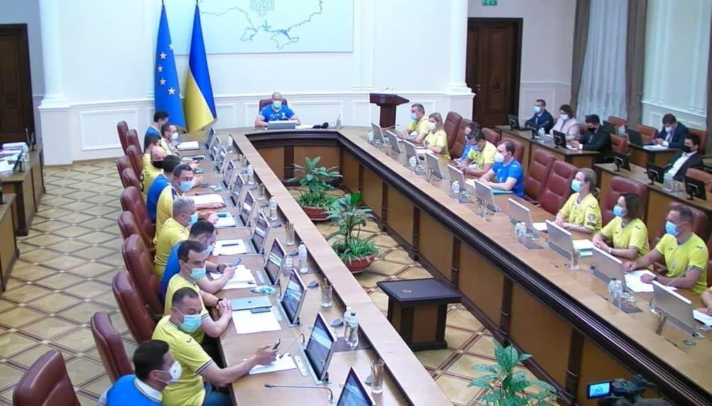 Члени Кабміну підтримали збірну України після перемоги над збірною Швеції