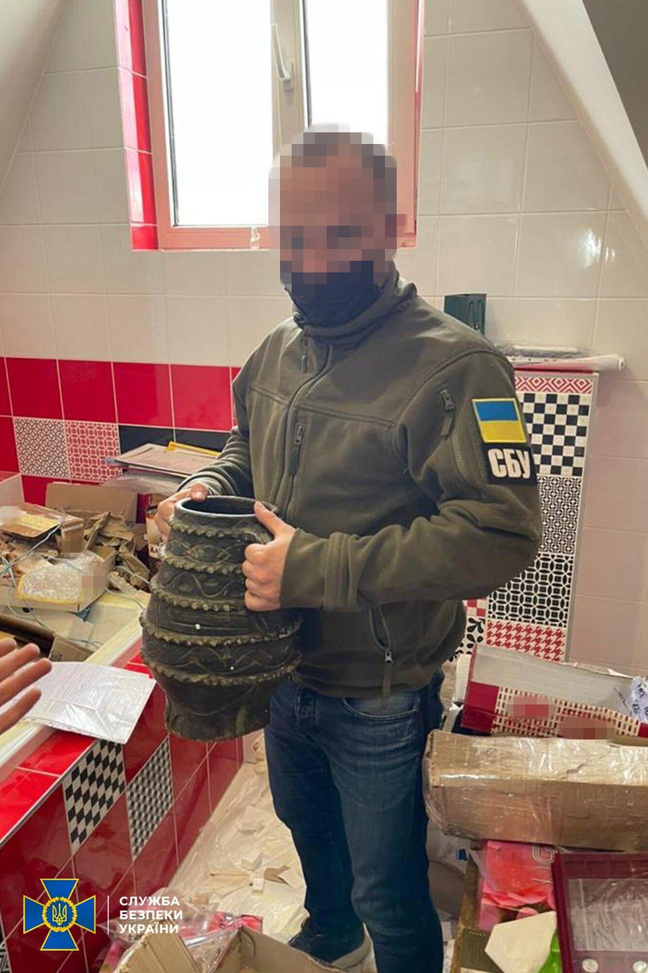 СБУ викрила контрабандистів, які продавали культурні цінності України.
