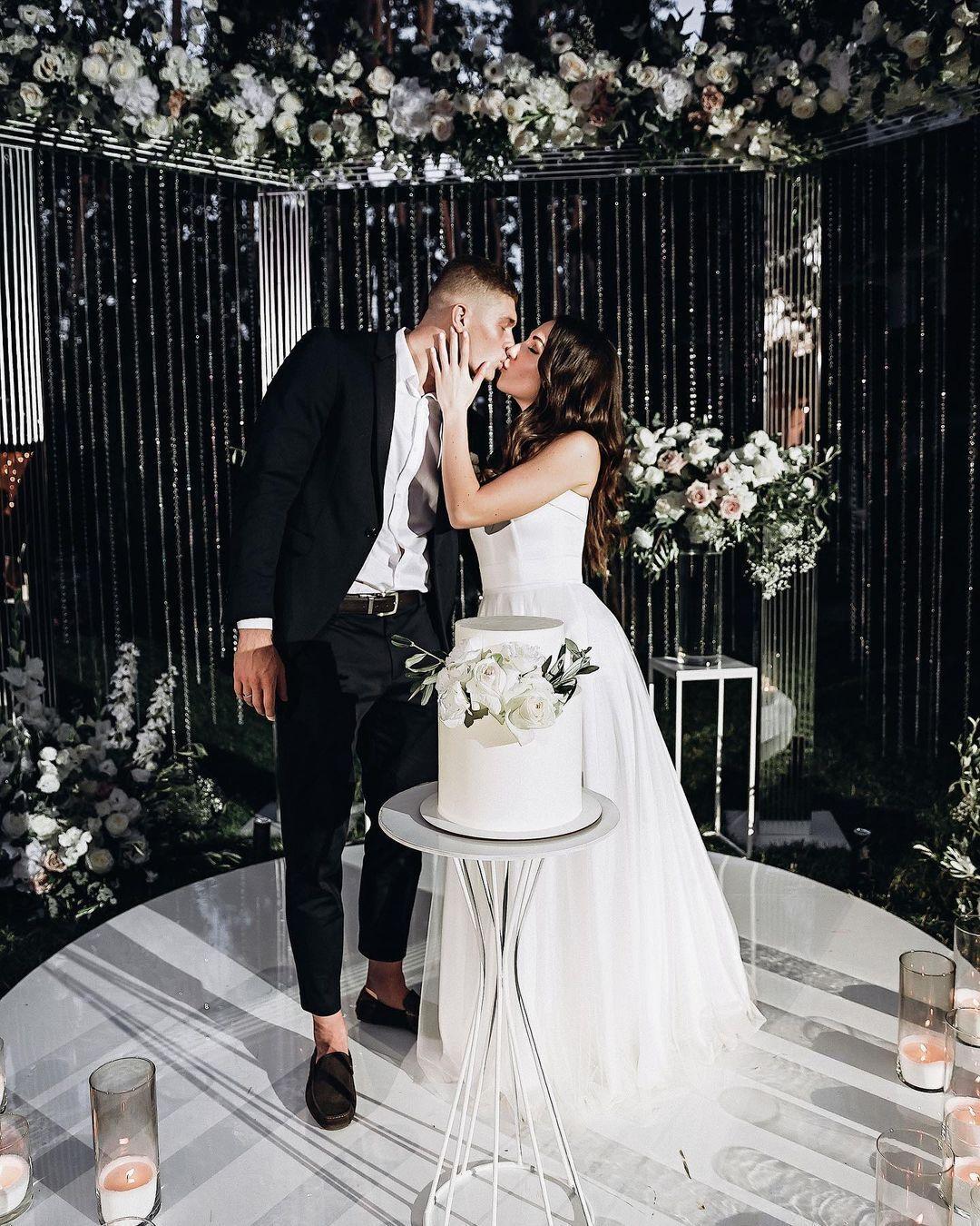 Довбик сыграл свадьбу летом 2020 года.