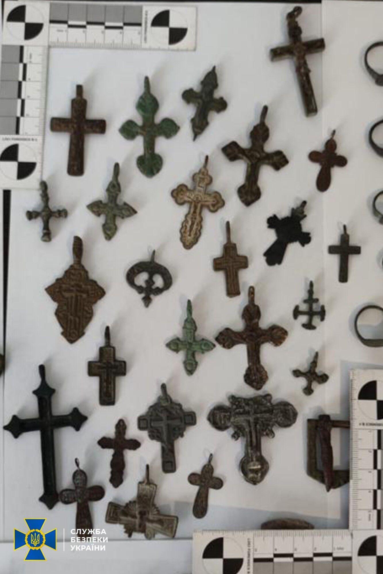 Давньоруські натільні хрести.
