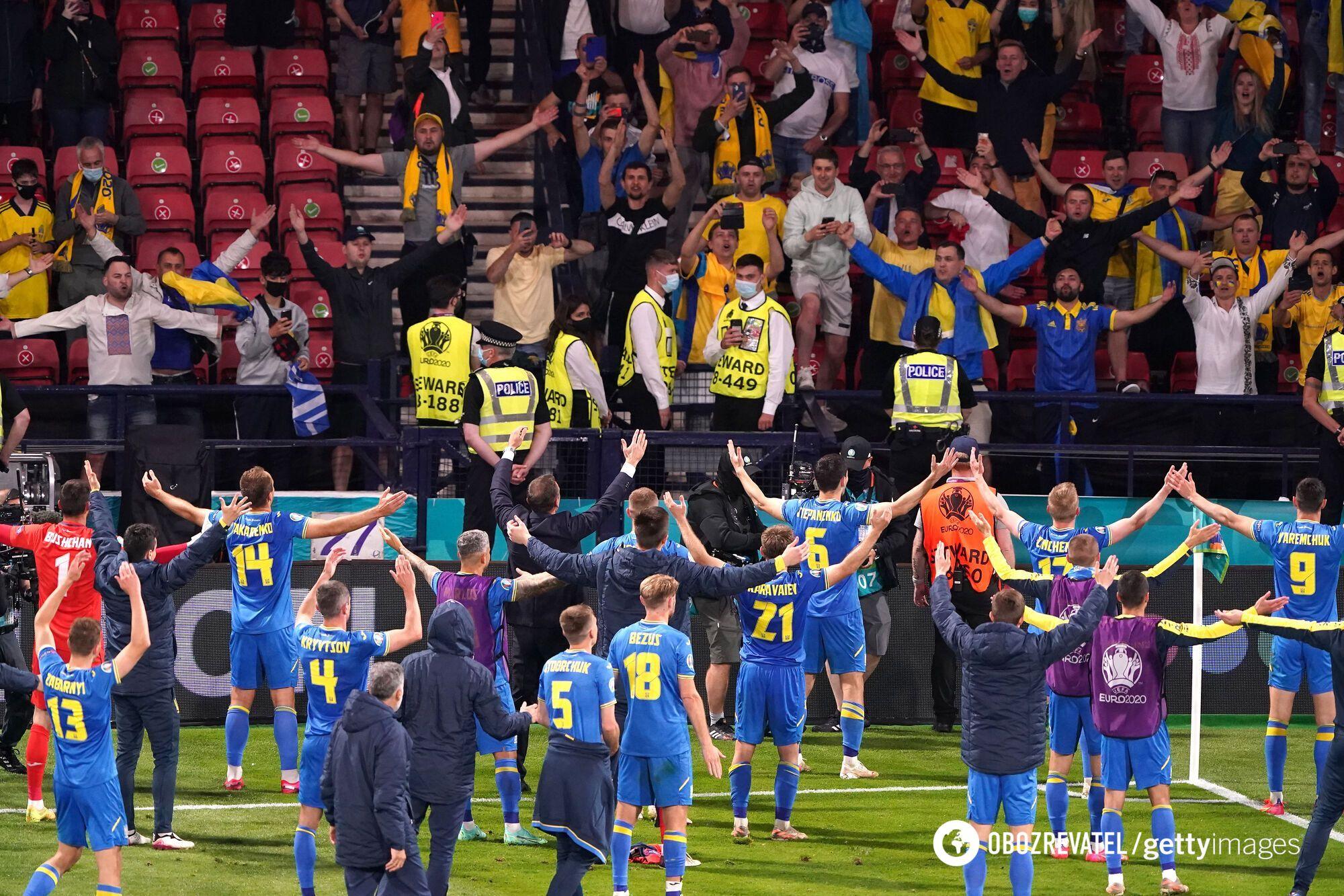 Збірна України відсвяткувала з фанатами.