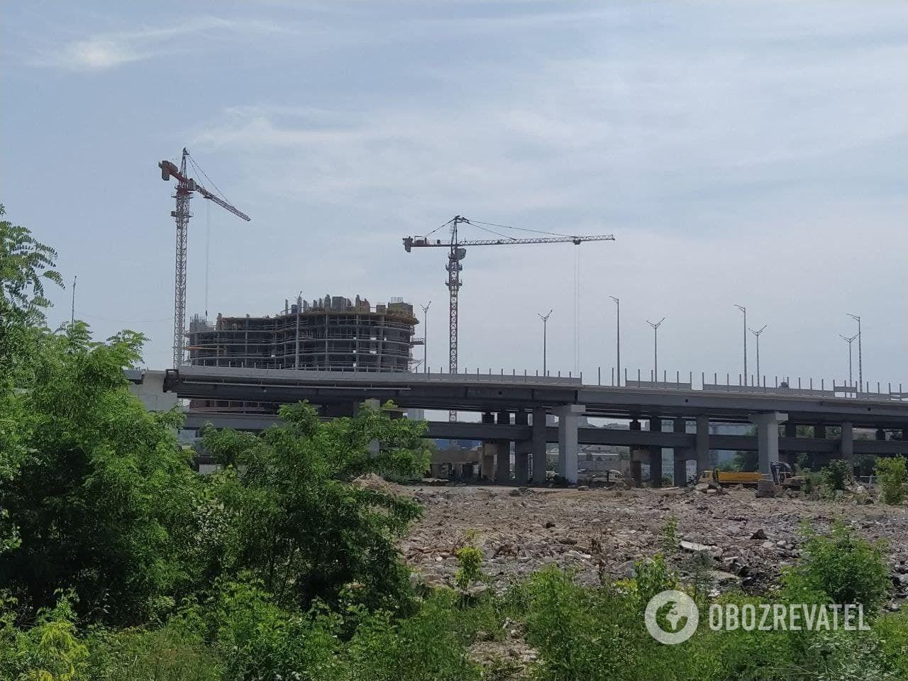 Будівництво ЖК OASIS на Рибальському острові в Києві. Червень 2021 року