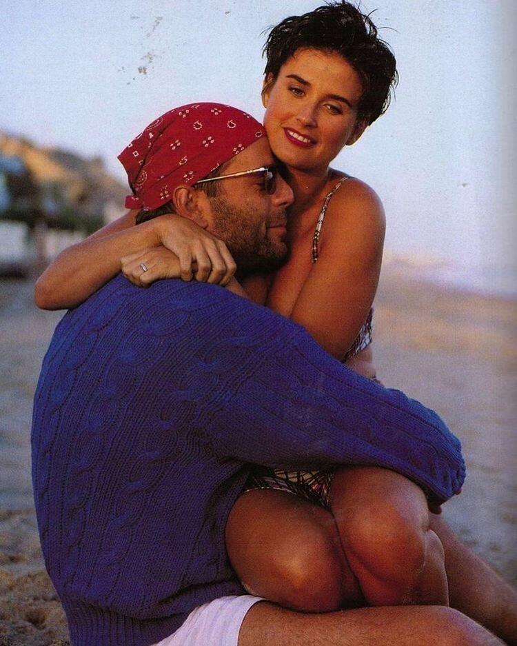 Архивное фото экс-супругов Деми Мур и Брюса Уиллиса на отдыхе
