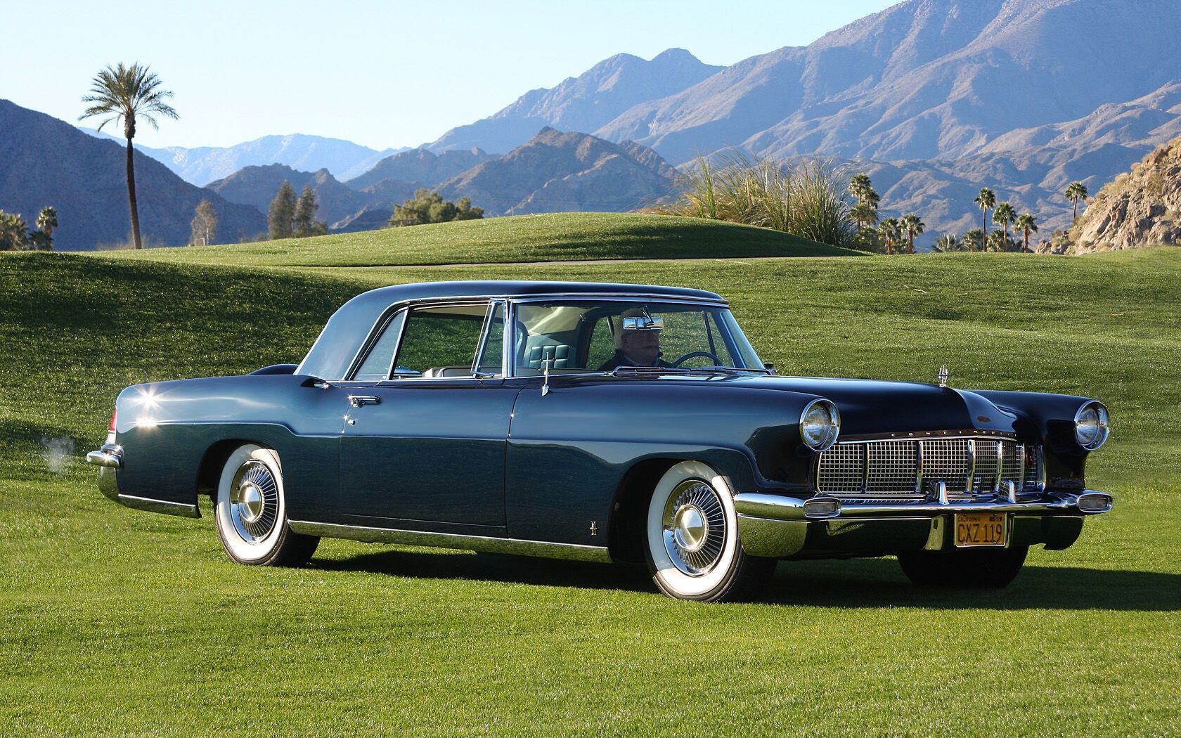 На Lincoln Continental Mark II артист ездил по Лас-Вегасу