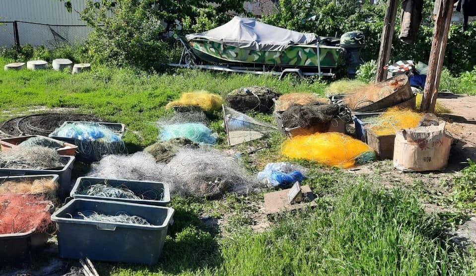 Браконьеры на Киевщине обустроили подпольный цех по переработке рыбы из Чернобыля.