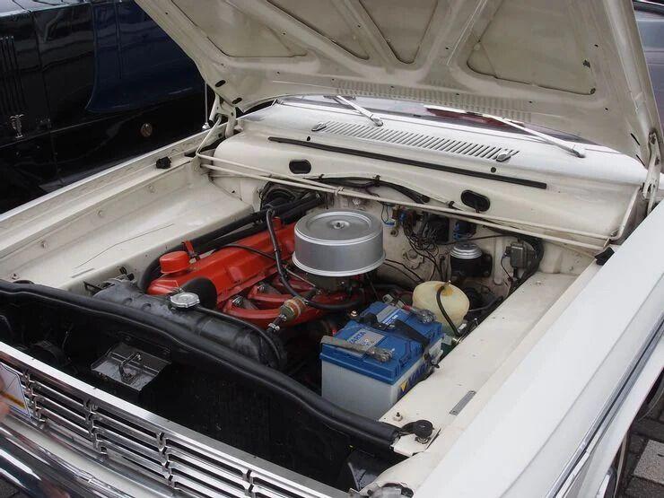 В автомобіля було декілька версій із різними двигунами