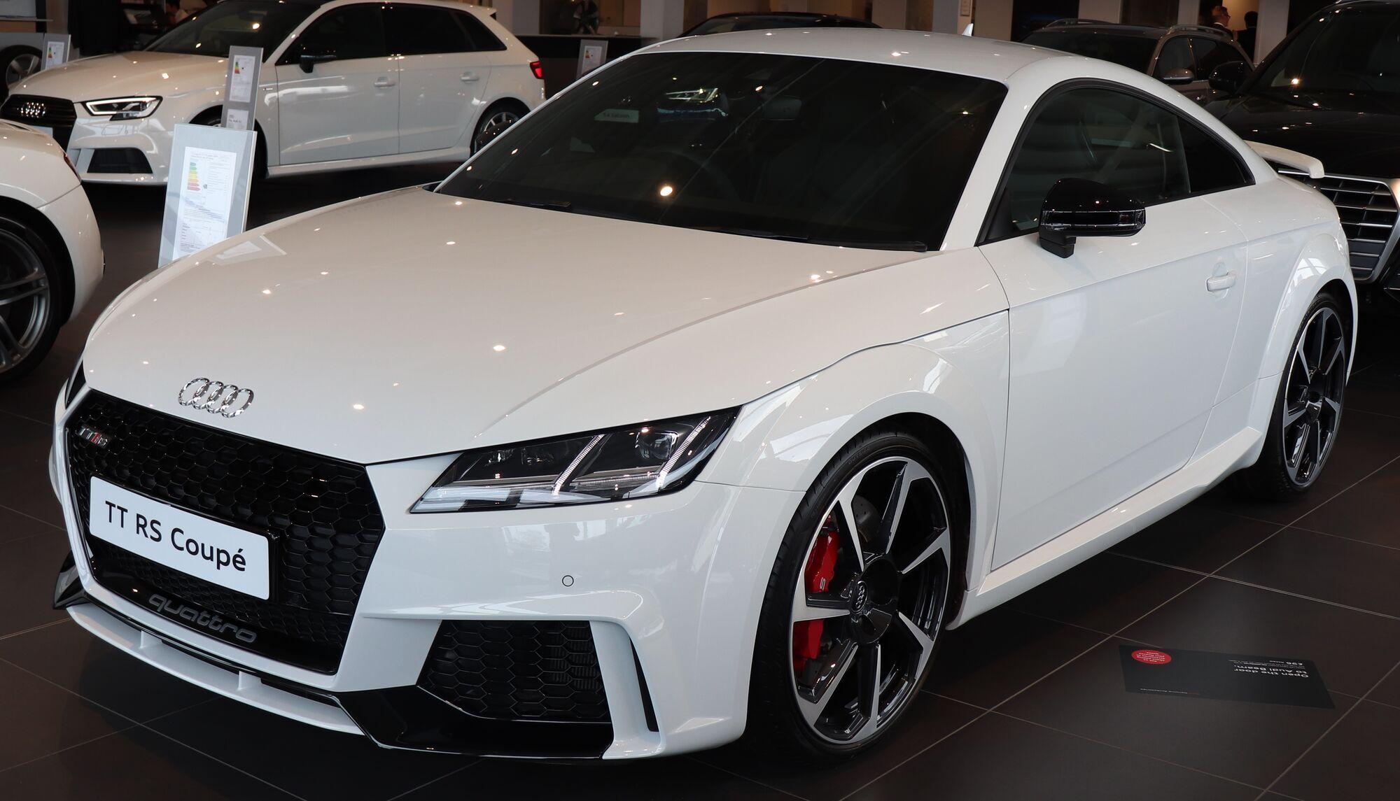 Современный Audi TT RS имеет 394 л.с.