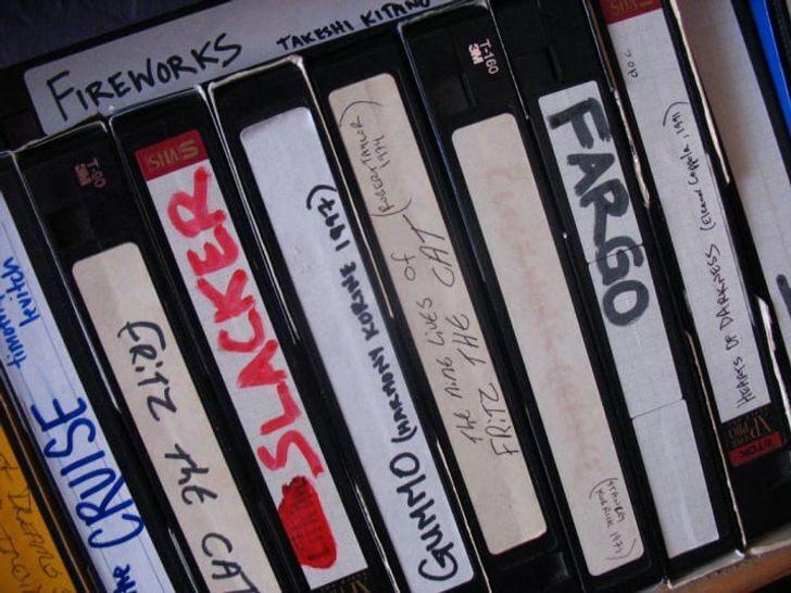 Завжди плуталися коробки і касети