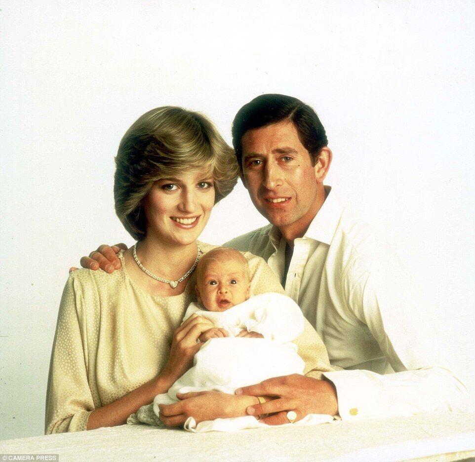 Для семейной фотографии принца и принцессы Уэльских и их первенца Уильяма было приложено много сил