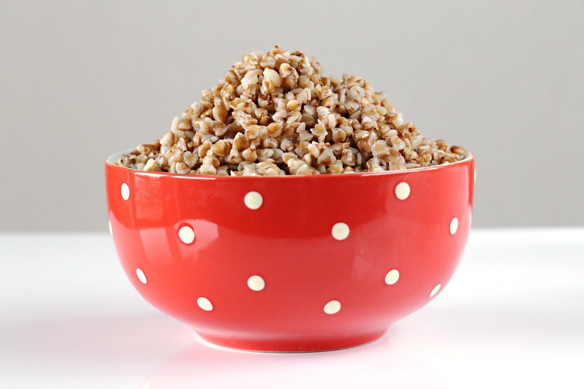 В 100 граммах вареной гречки содержится 0,0067 грамма железа