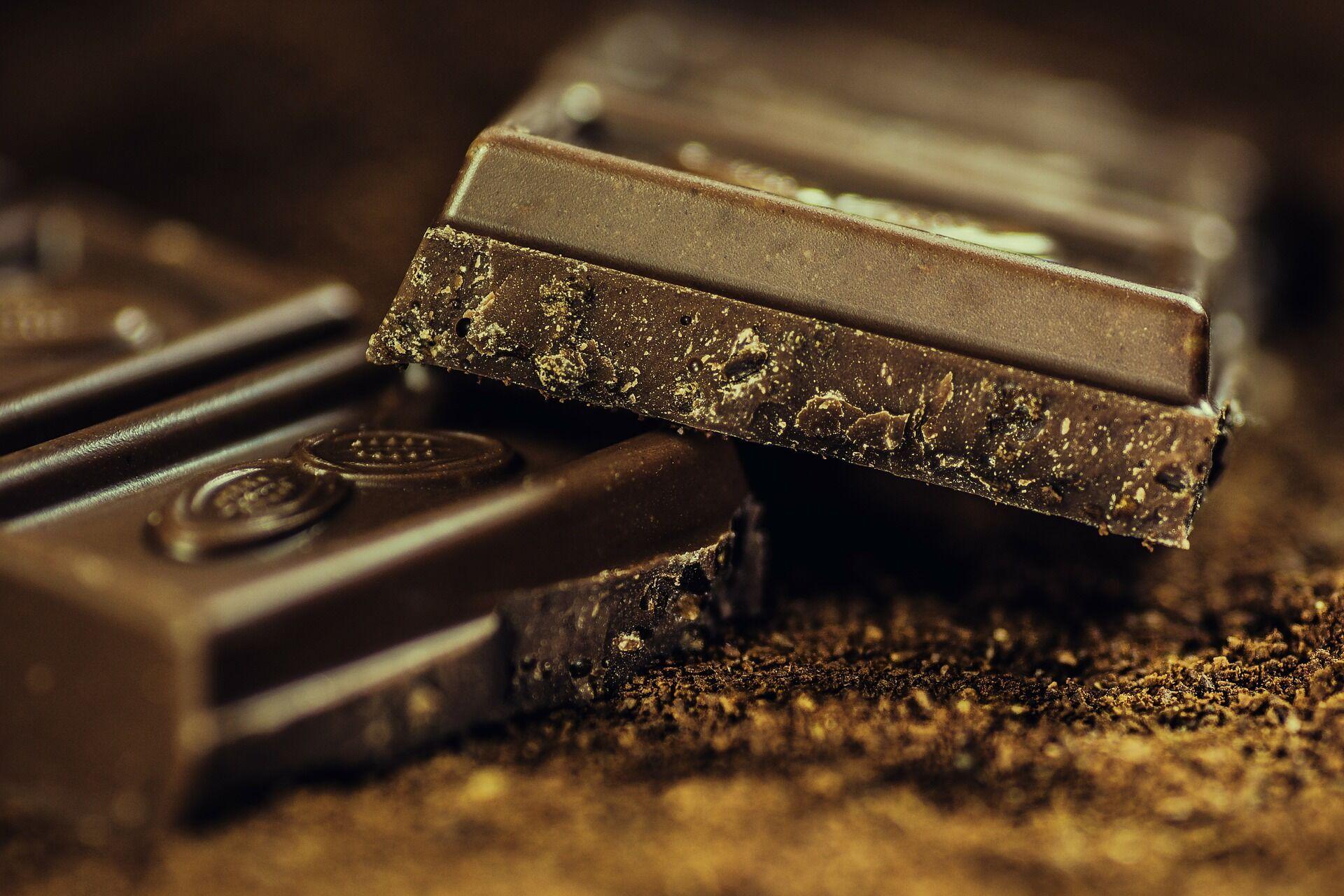 В горьком шоколаде много железа
