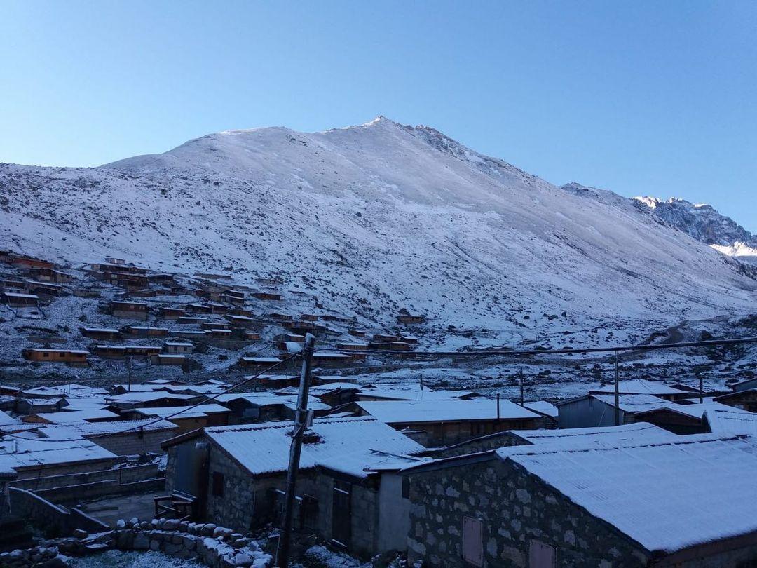 Місцеві жителі здивувалися снігу влітку.