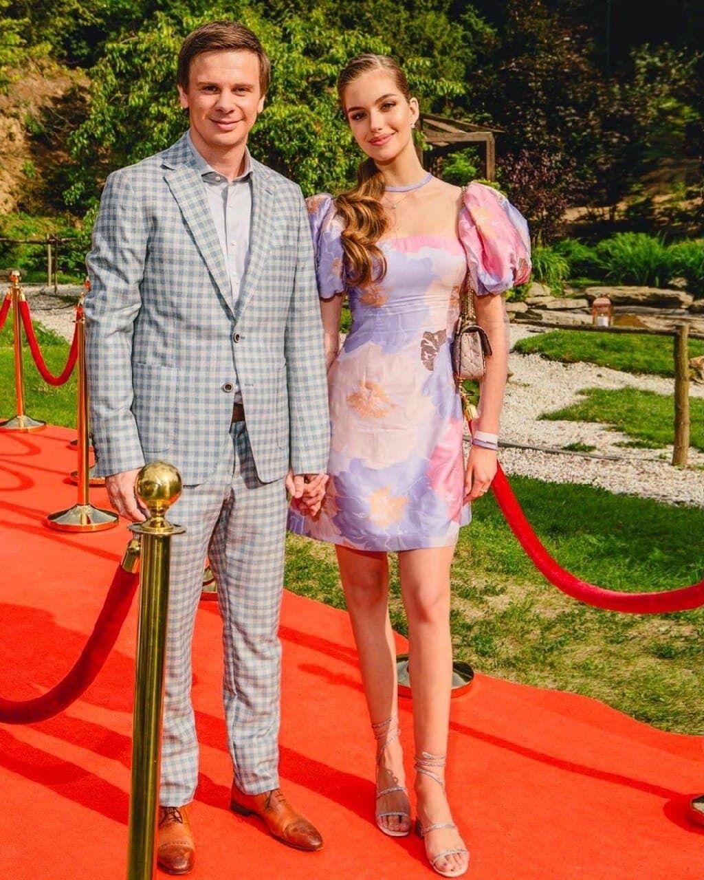 Пара познакомилась в 2016 году на конкурсе красоты