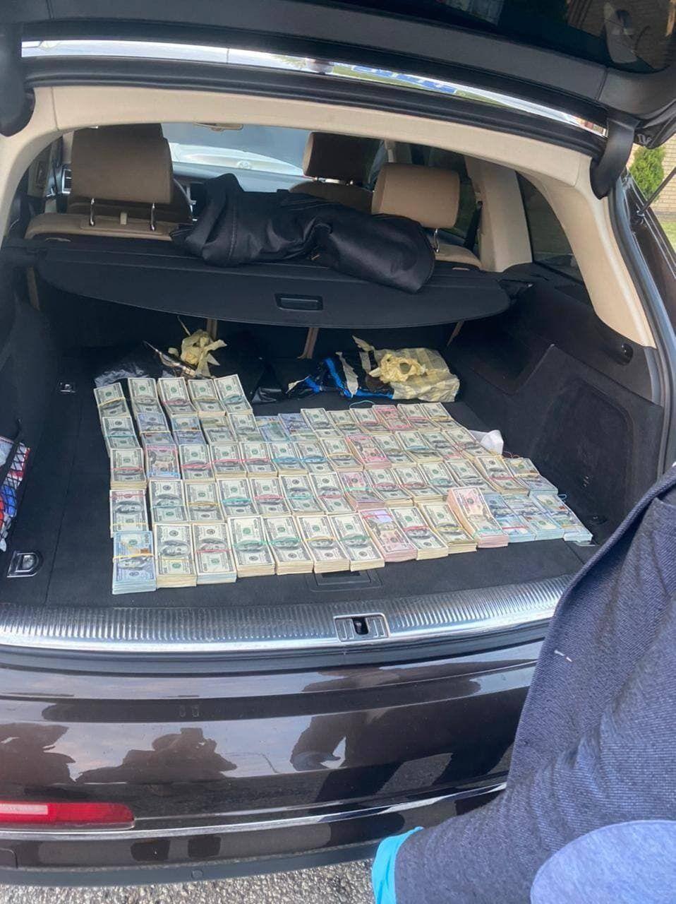 Гроші в багажнику митника Михайла Бурдейного