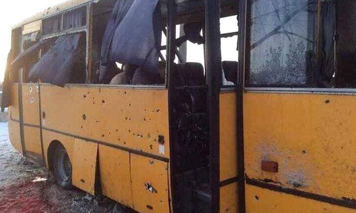 Следы от выстрелов на автобусе
