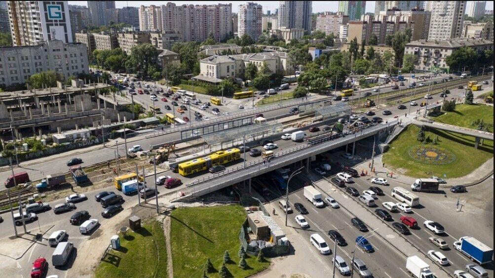 Кличко показав, як проходить ремонт Індустріального моста в Києві.