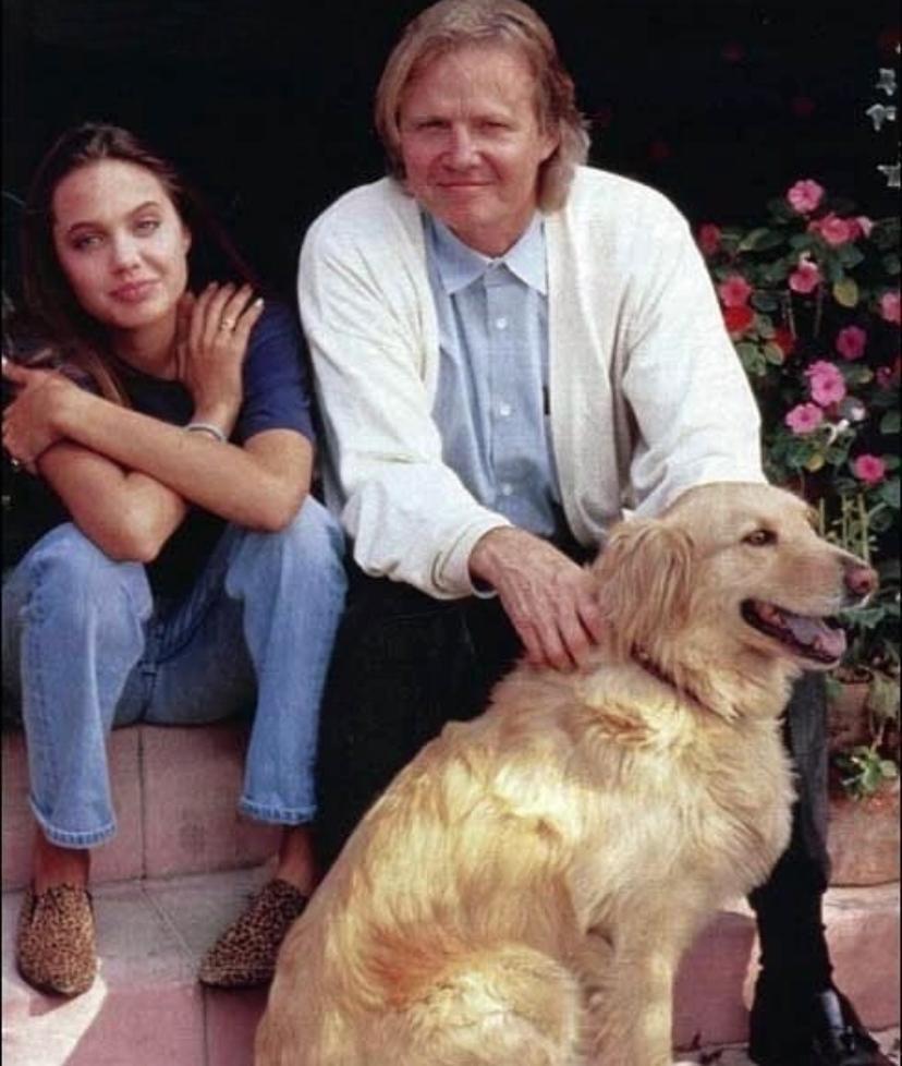 Как выглядела Джоли в детстве
