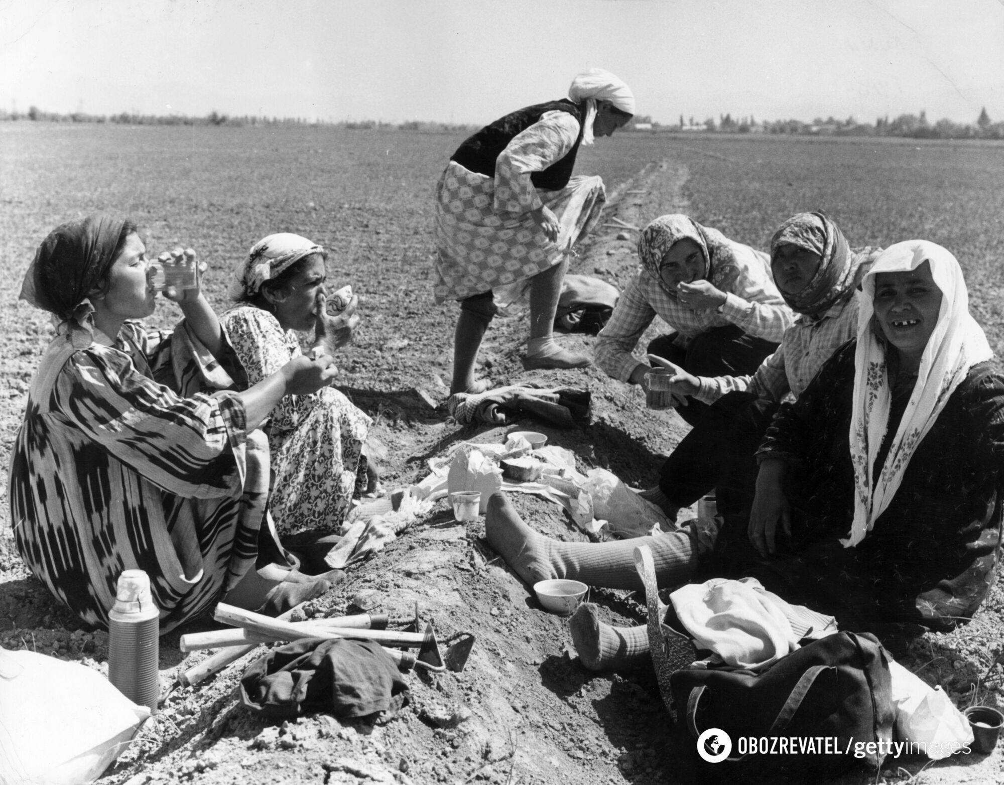 В СССР женщины привлекались к тяжелому физическому труду наравне с мужчинами