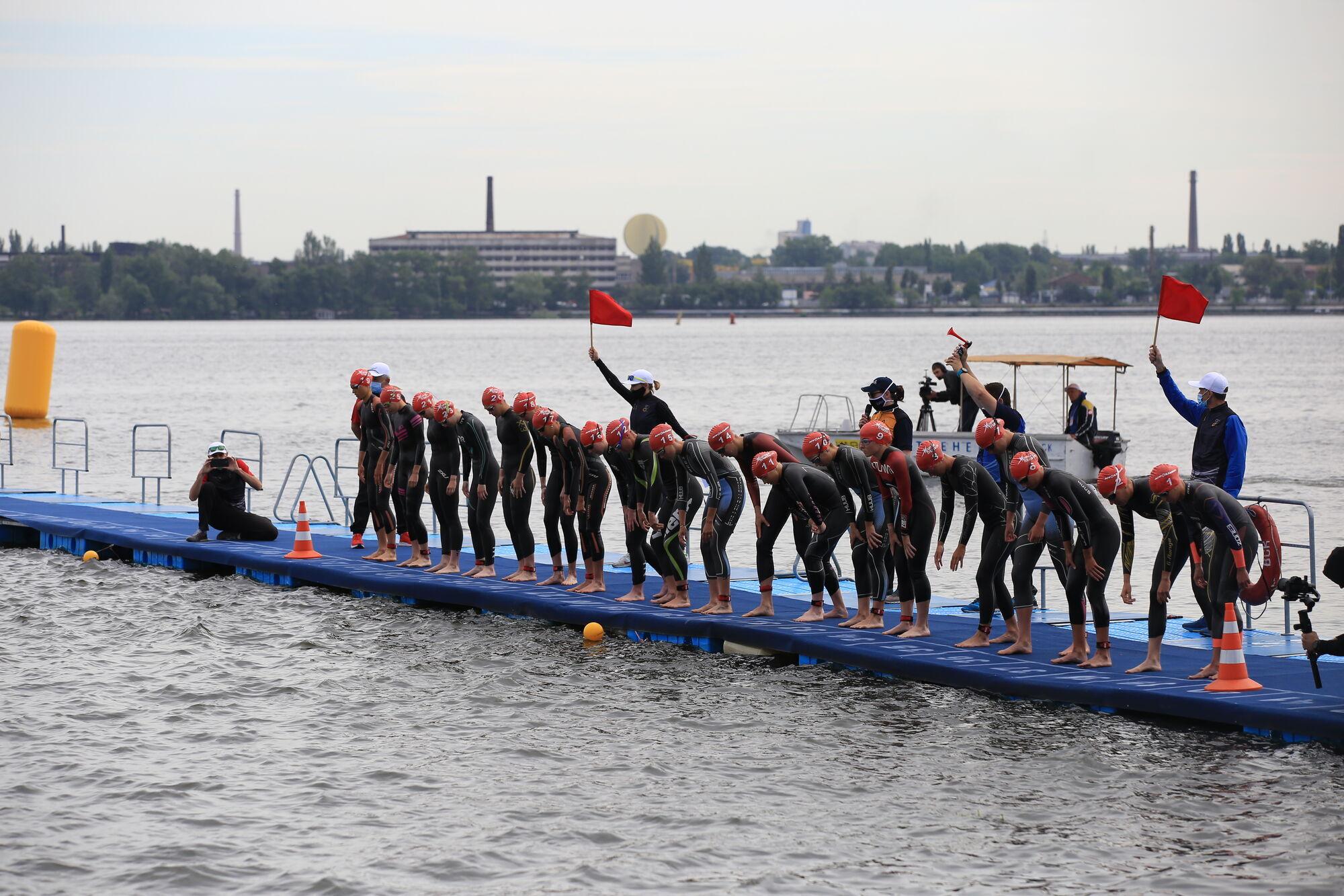 У Дніпрі стартували дводенні міжнародні змагання з триатлону