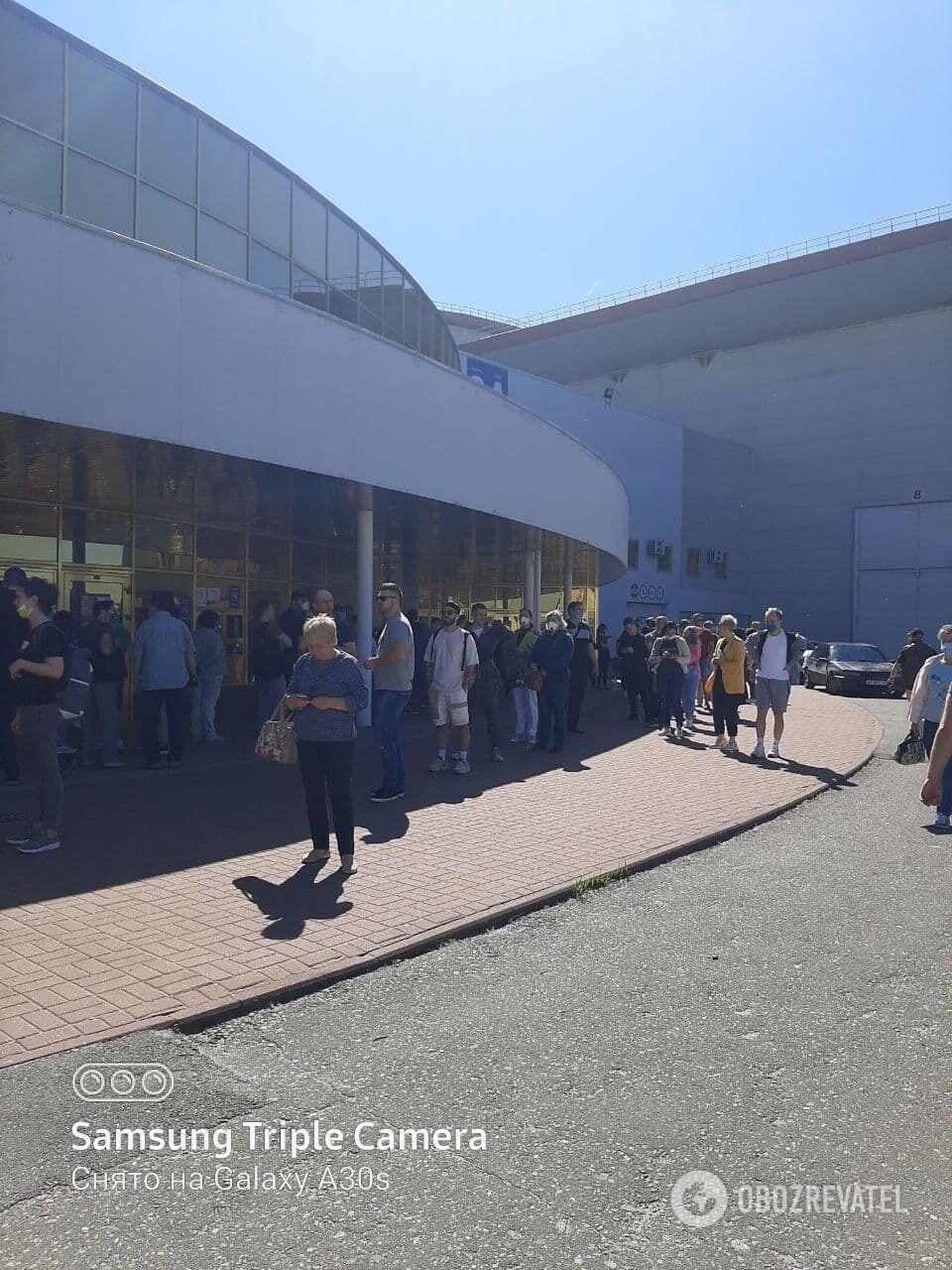 Черга на вакцинацію в Києві.