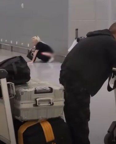 Росіянка справила природню потребу в залі аеропорту