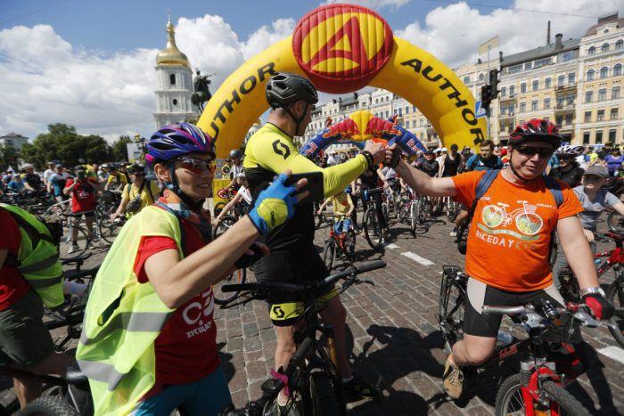Кличко принял участие в Велодне и дал старт велопараду. Фото