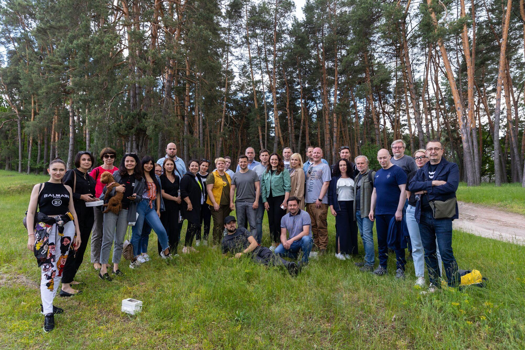 Журналісти із Зеленським відпочили на природі.