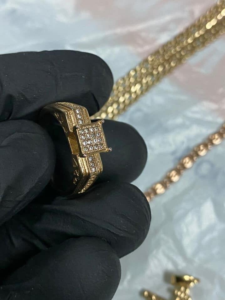 """Забирала золото, чтобы оно """"не почернело""""."""