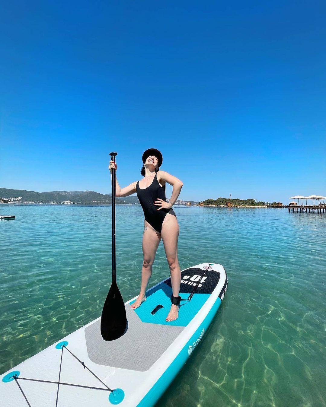 Снежана Бабкина позирует в купальнике в отпуске