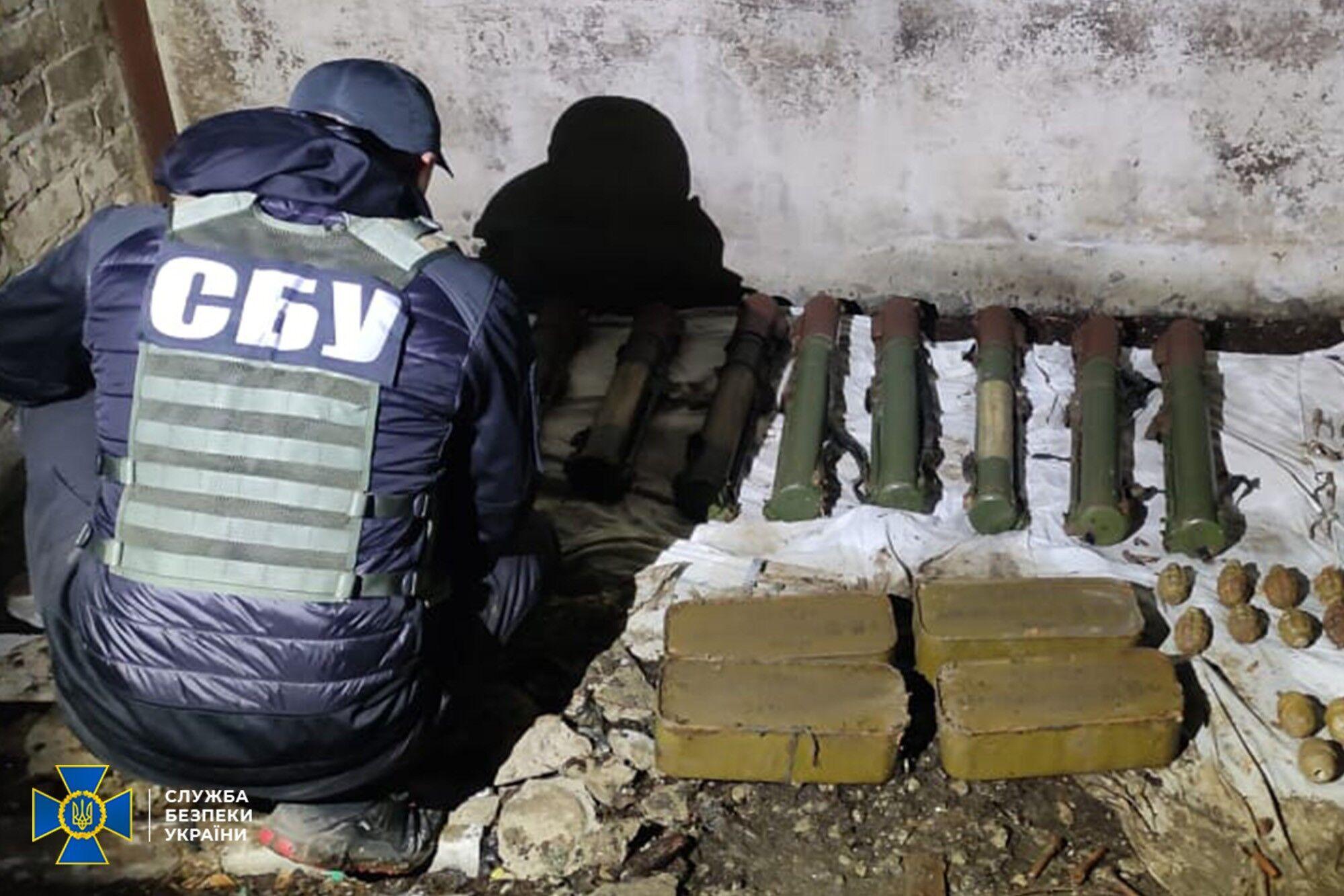 На Донбасі знайшли схованку.