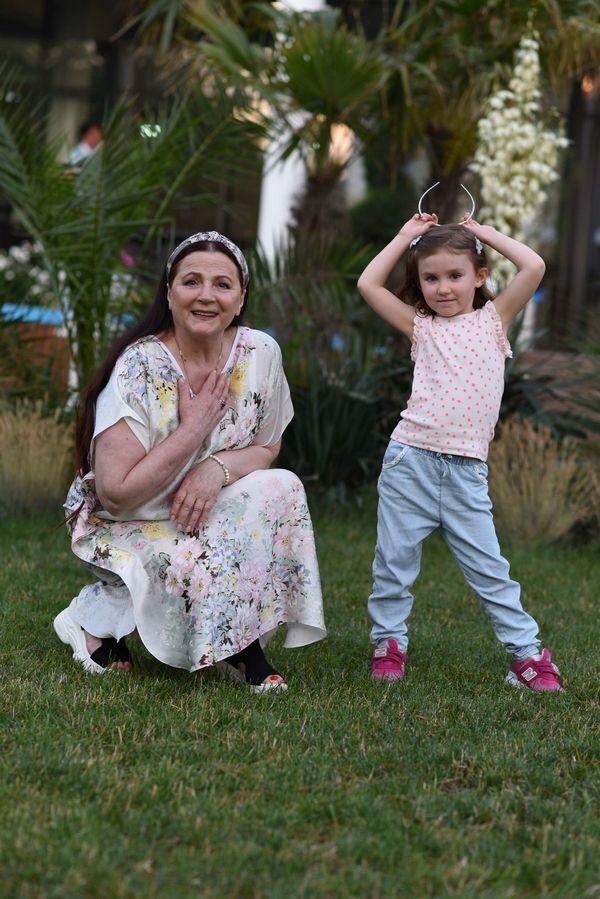 Ніна Матвієнко з онукою.