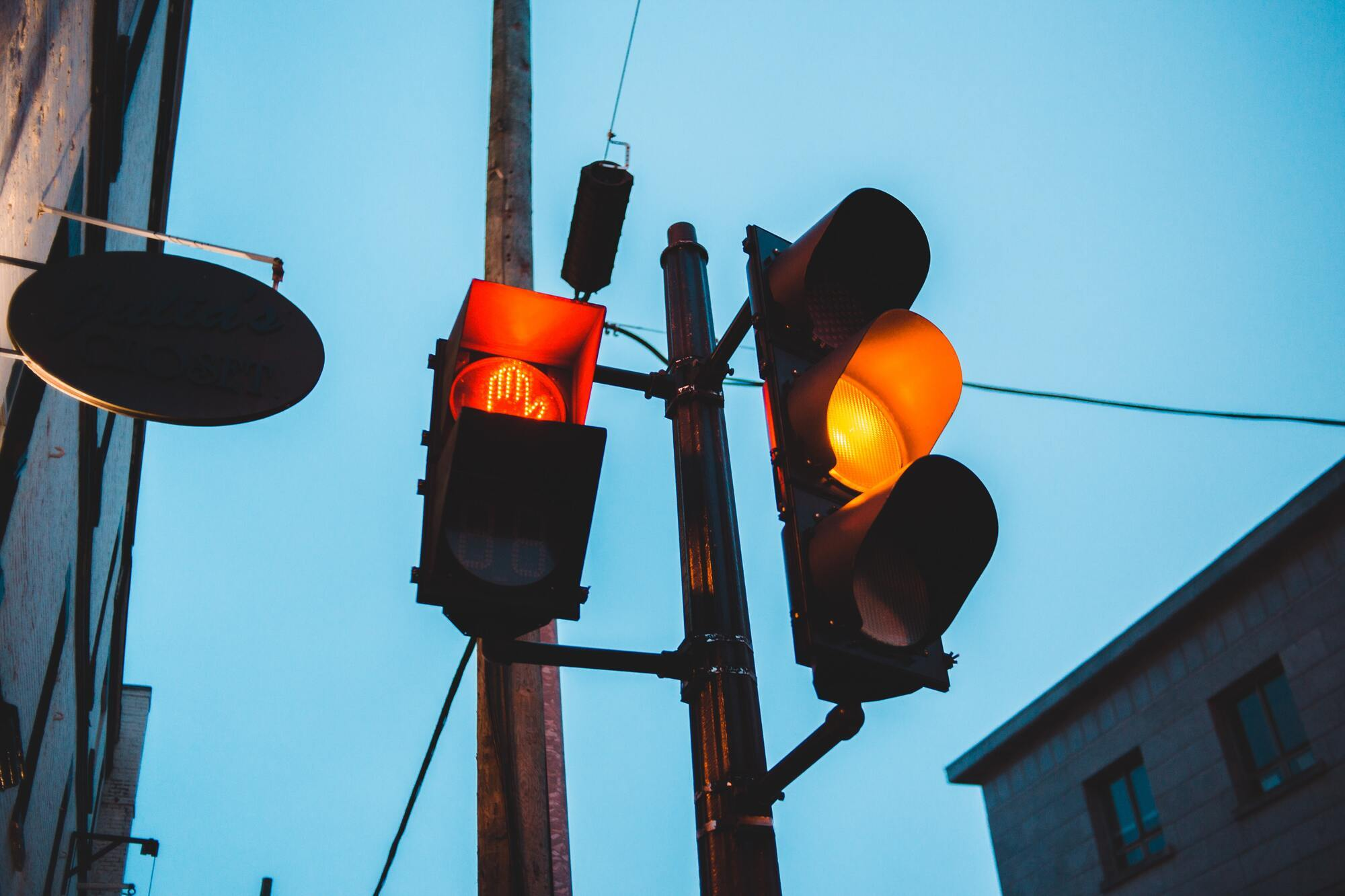 У Польщі не можна виїжджати на перехрестя на жовте світло