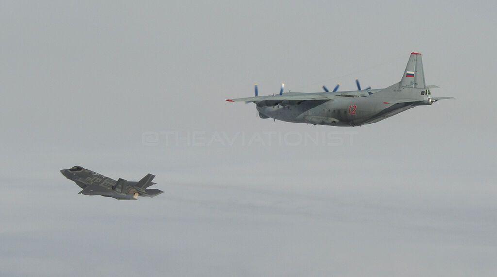 Перехват российского Ан-12.